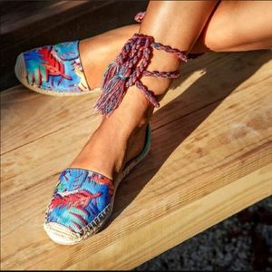 New Circus By Sam Edelman Canvas Lace Up Sandals 9